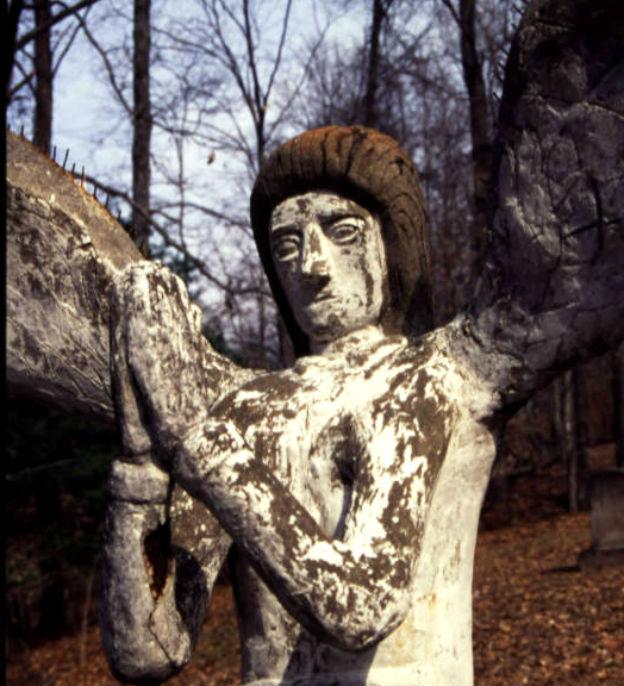 ET_Wickham_roadside_park_and_Wickham_Cemetery_detail_of_angel_head