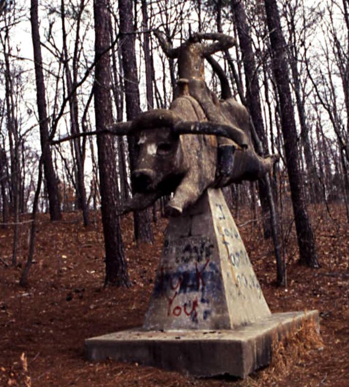 ET_Wickham_roadside_park_and_Wickham_Cemetery_headless_statue_on_bull