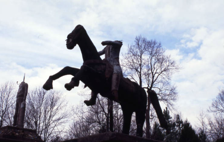 ET_Wickham_roadside_park_and_Wickham_Cemetery_headless_statue_on_horse