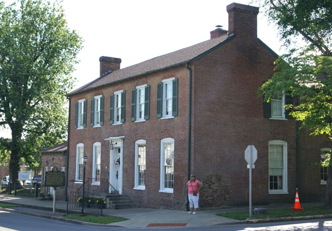 brown house elizabethtown