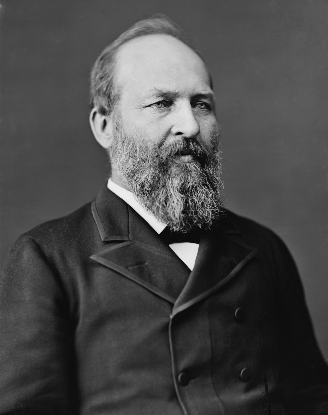 James_Abram_Garfield,_photo_portrait_seated