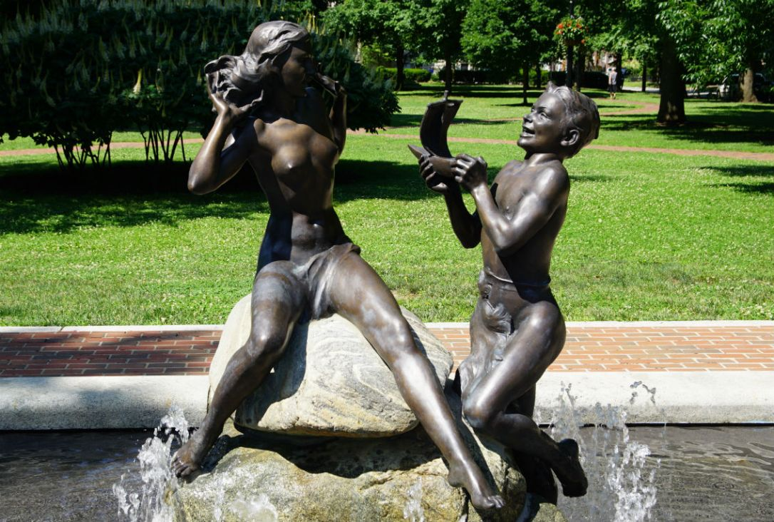 naked children statue