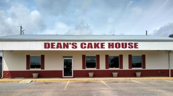 Dean's Cake House, Andalusia, AL. (Photo by Kelly Kazek | Permission Required)